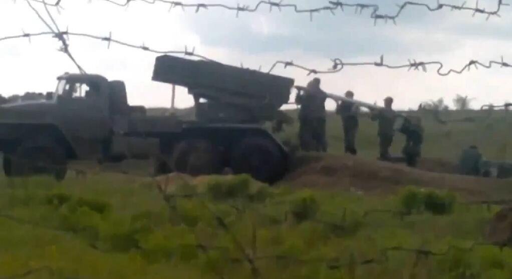 UA:  Ukrainian Army loads larger ammunition for Russians/Chechens in Donetsk. #euromaidan